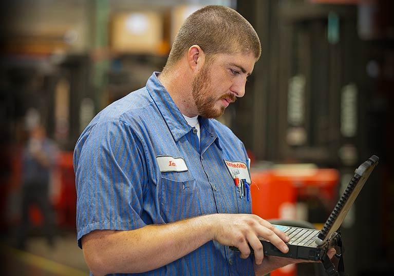 Raymond forklift service technician, forklift repair